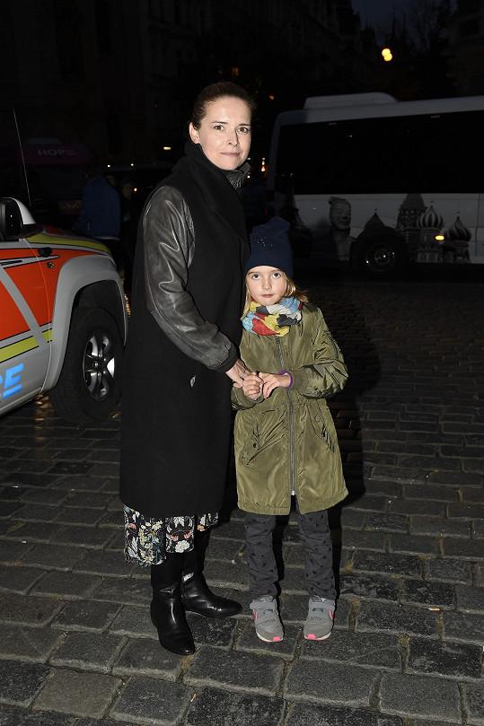 Lenka vzala i dceru Kačenku.
