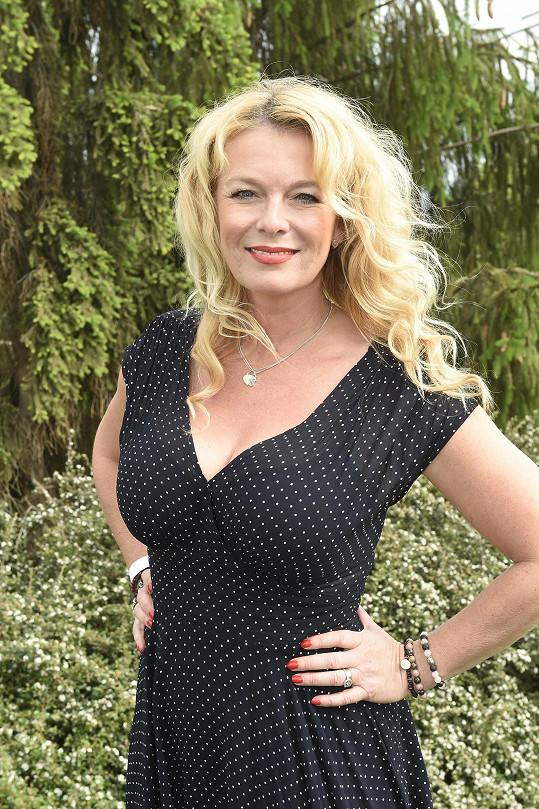 Lucie Benešová prozradila, že pomáhá s přípravami na svatbu jednoho ze svých čtyř potomků.