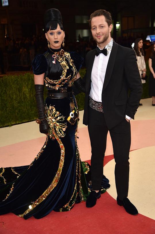 Jako královna noci působila Katy Perryv modelu, který pro ni navrhla Miuccia Prada, která byla jedním z čestných hostů večera.