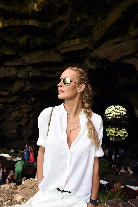 Během návštěvy jeskyně se modelce prý úžasem zastavilo srdce.