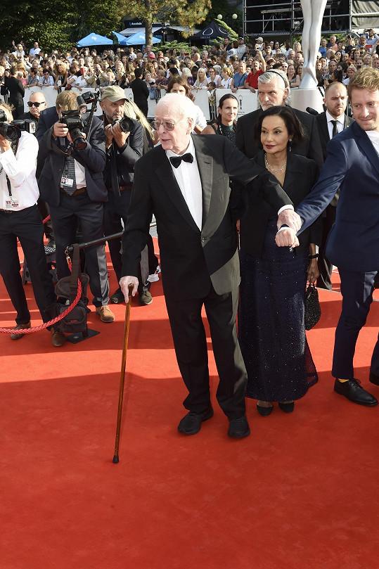 Držitel dvou Oscarů Michael Caine převzal Křišťálový globus za mimořádný přínos světové kinematografii.