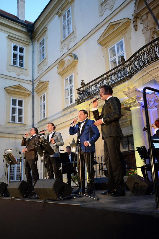 Marian Vojtko na koncertě ve Valticích se seskupením 4 Tenoři
