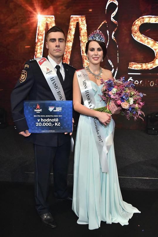 Hasič roku Pavel Andráško s Miss Hasičkou Nikolou Kumpanovou