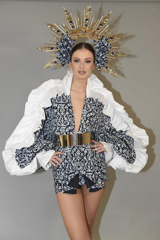 Klára v národním kostýmu od Yvony Leitner