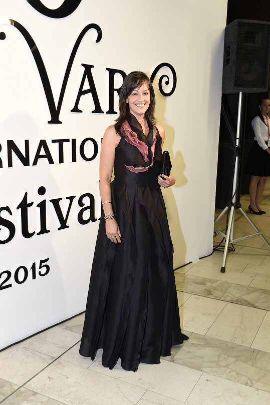 Tereza Brodská oblékla šaty, které už předvedla na maturitním plese svého syna.