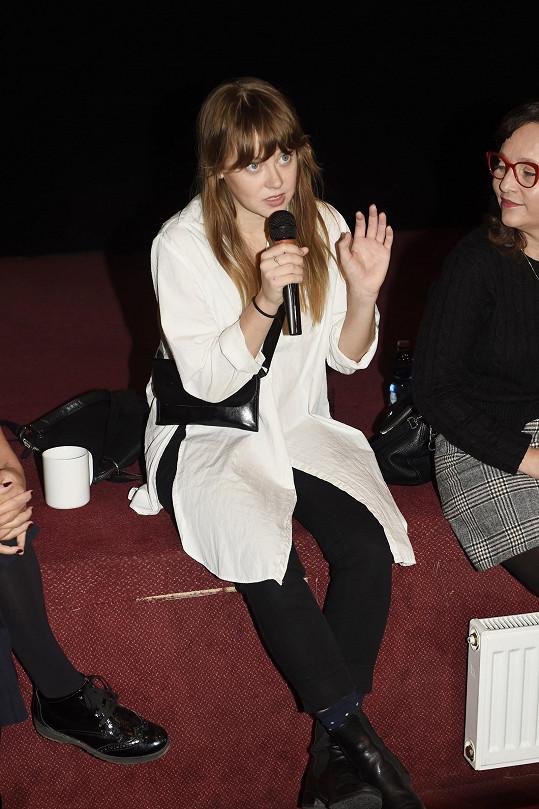 Jenovéfa na tiskové konferenci k filmu