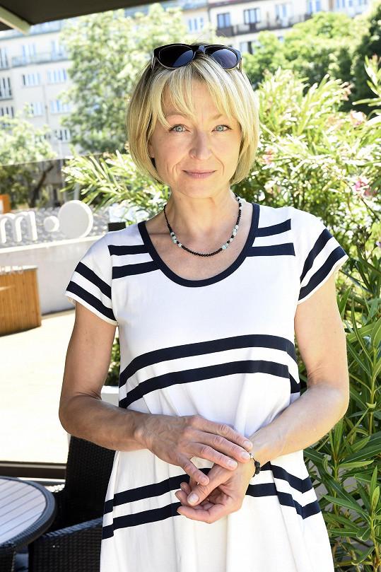 V seriálu Sestřičky dostala menší roli právničky.