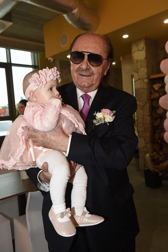 Producent miluje děti, takže si rád pochoval jejich malou dcerku Natálku.