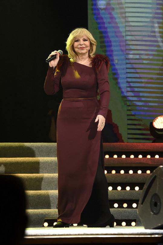 Haně Zagorové navrhla šaty Ivana Mentlová.