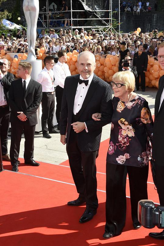 Marek Eben na červený koberec vykročil s Evou Zaoralovou