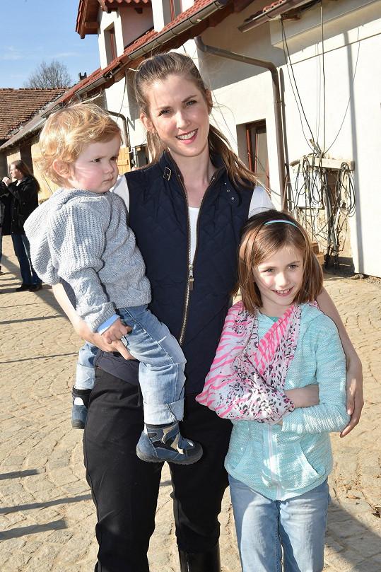Jana s dcerou Justýnou a synem Theodorem