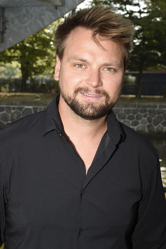 Zpěvák získal roli v novém muzikálu Láska nebeská.