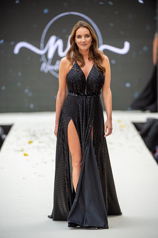 Lucie Šlégrová předvedla své přednosti na mole.