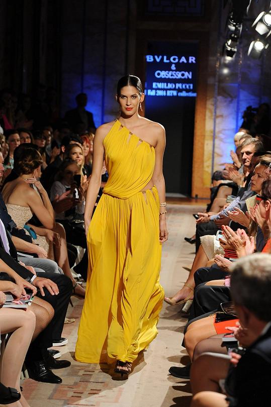 Modely značky Emilio Pucci předváděla třeba Aneta Vignerová.
