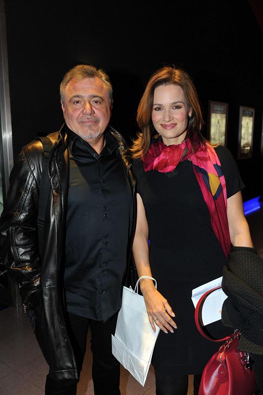 Klára Doležalová dorazila na premiéru s manželem.