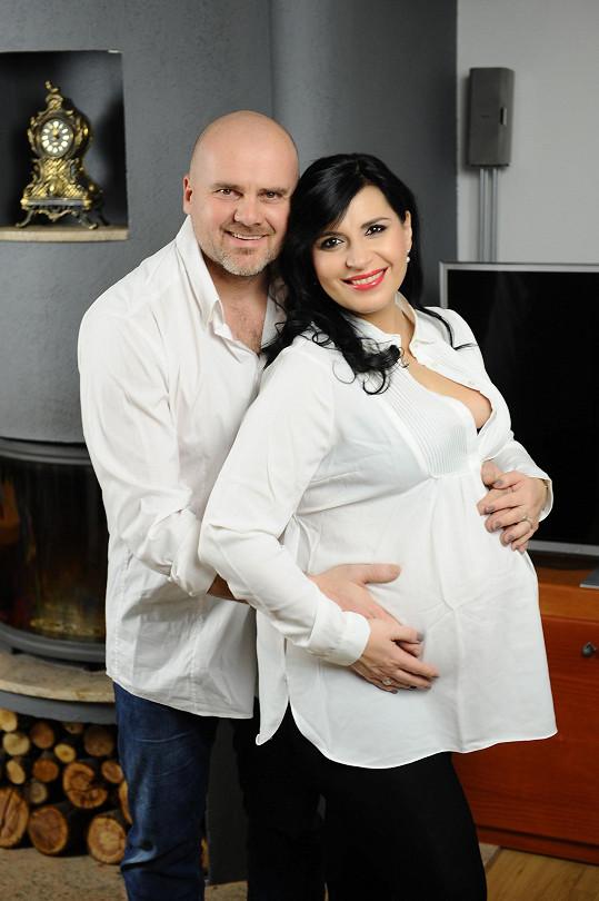 Andrea s manželem Radkem, focením podpořili i maminky v nouzi.