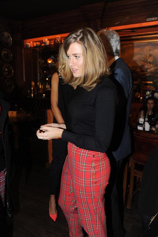V těchto kalhotách ale její zadek opticky vyrostl.