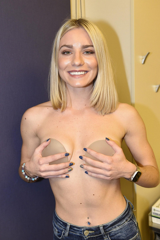 Natálka Mykytenko v pátek absolvovala plastiku prsou.