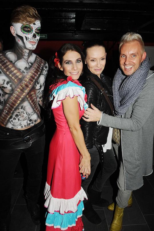Martina s kamarádkou Evou Decastelo a kamarádem Kájou na párty mexické restaurace