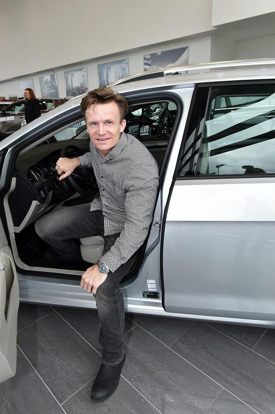 David Huf si vybíral nové auto.