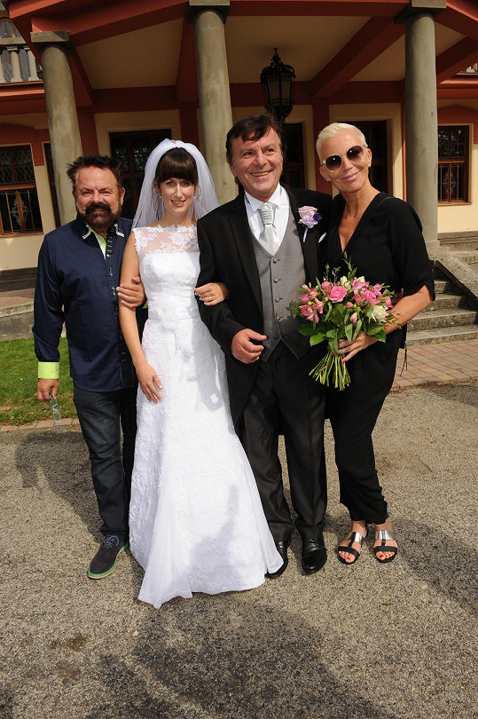 Nevěsta a ženich s Kateřinou Kornovou a zmíněným Upírem
