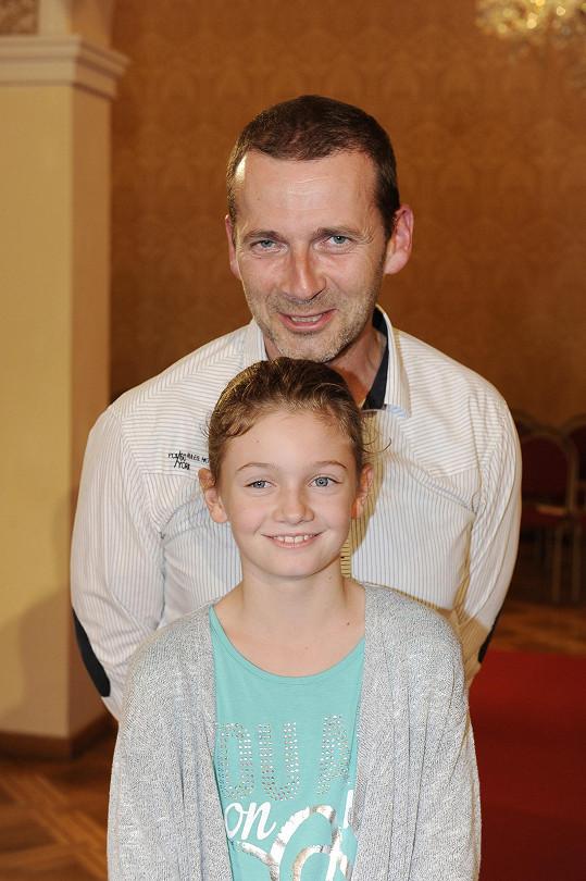 Petr Havlíček vzal dcerku na přehlídku spodního prádla.