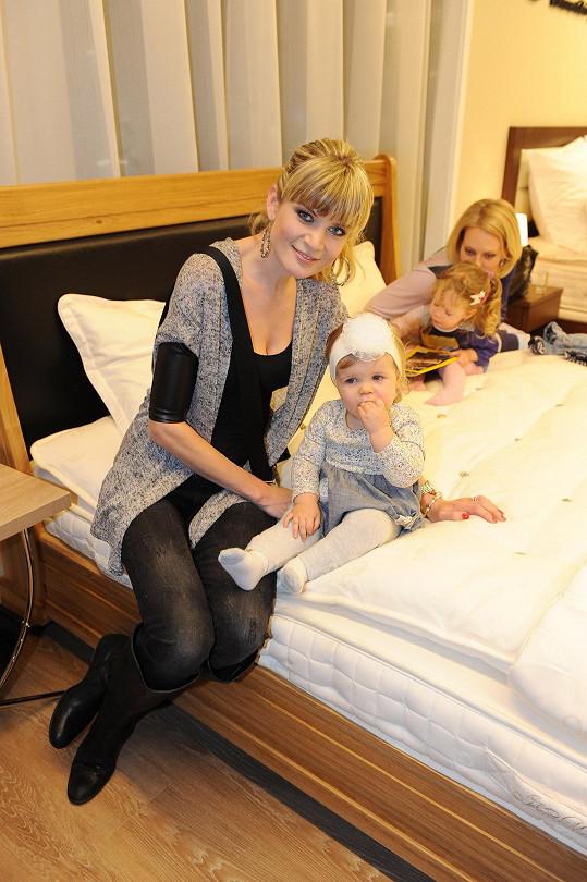 Malá Anetka se kamarádí s dcerou Kristiny Kloubkové Jasmínkou.