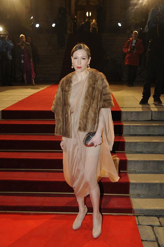 Zuzana Stivínová se vrátila z USA a zářila v béžové barvě.