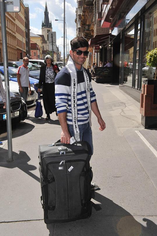 Josého jsme zastihli po příletu z letiště do hotelu.