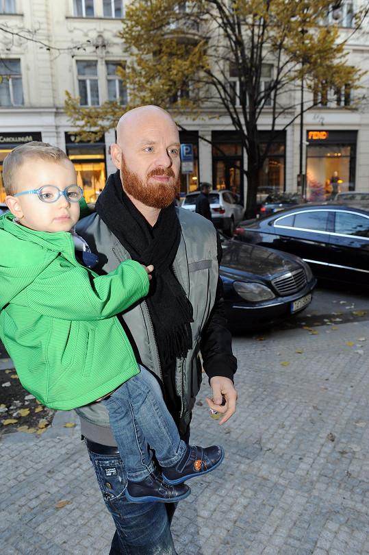 Malý Bruno s tatínkem Karlem