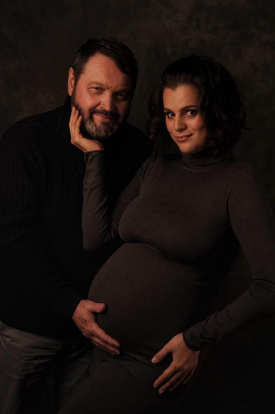 Její manžel Pepa nebude moct být u porodu.