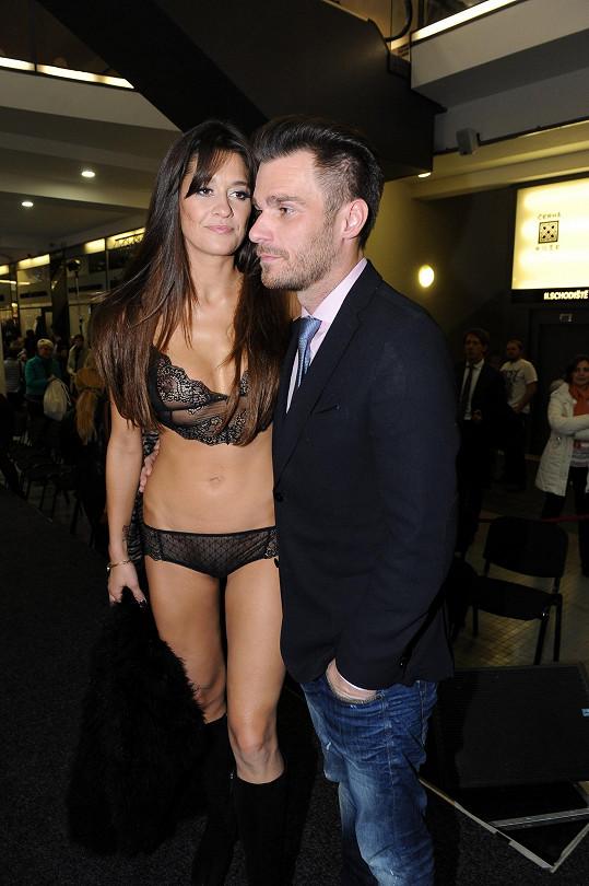 Petra s Leošem na módní show.