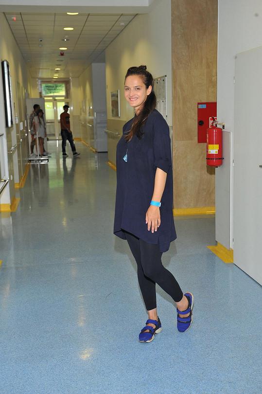 Zpěvačka v berounské nemocnici, kde vystupovala.