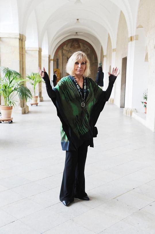 Hollywoodská hvězda Kim Novak zahájila svou výstavu obrazů v zimním refektáři Strahovského kláštera.
