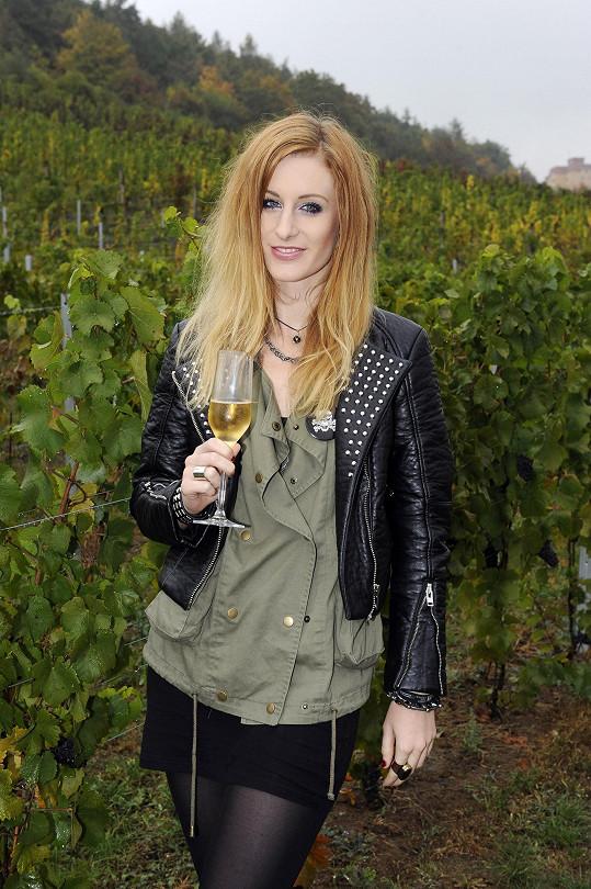 Na vinici v Tróji si vychutnala pár sklenek sektu i vína.