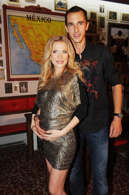 Míša se snoubencem Lukášem Rosolem mají syna.
