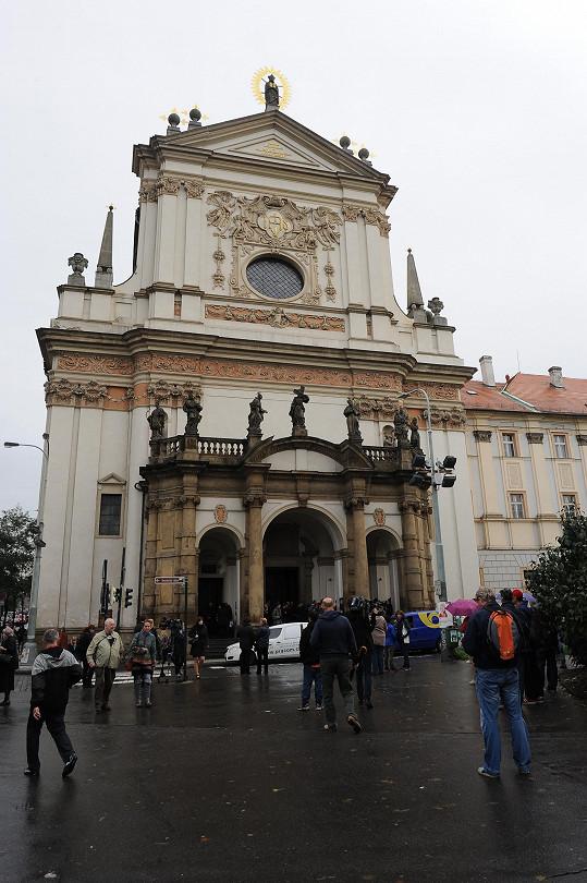 Obřad se konal v kostele svatého Ignáce v Praze na Karlově náměstí.