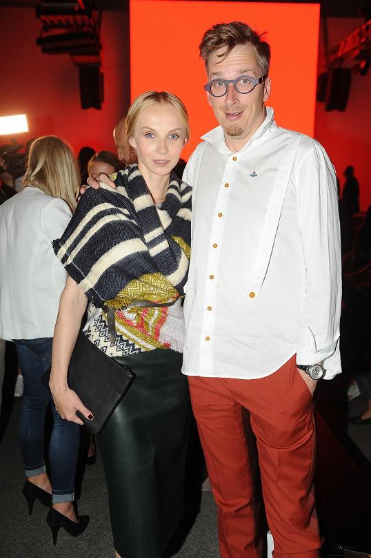 S Janou Plodkovou jsme si povídali na přehlídce Kateřiny Geislerové, kam ji doprovodil partner Filip Žilka.