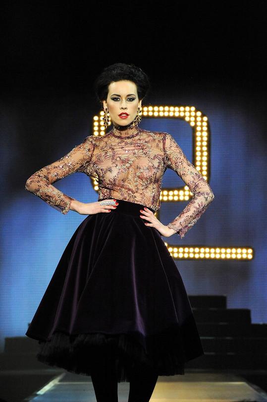 Nováčková nebyla jedinou modelkou, která provokovala. Kateřina Votavová zase ukázala bradavky.