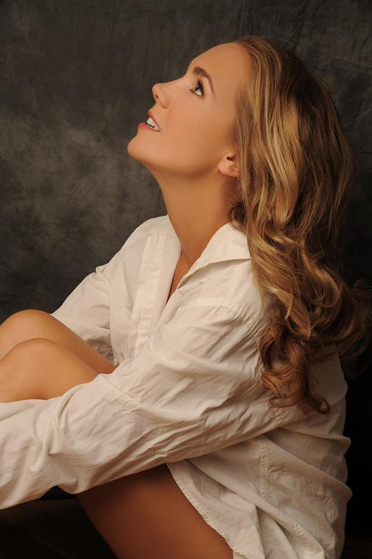 Zpěvačka vydala nové album snovými písněmi a moderním zvukem.