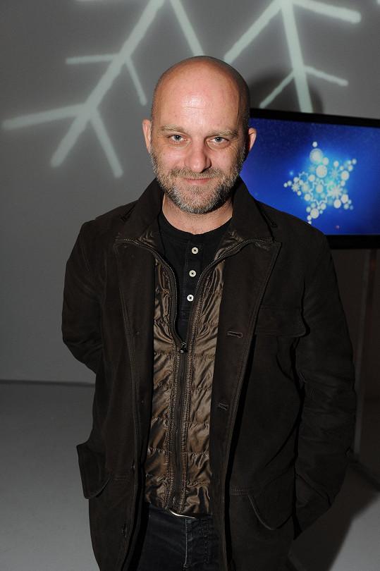 Na tiskové konferenci České televize se Hynek Čermák svěřil, že se nechal vést hlavně Dvořákovou hudbou.