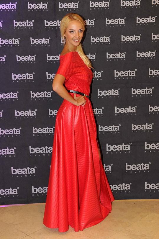 Reportérka Lucie Špaková v modelu Beaty Rajské