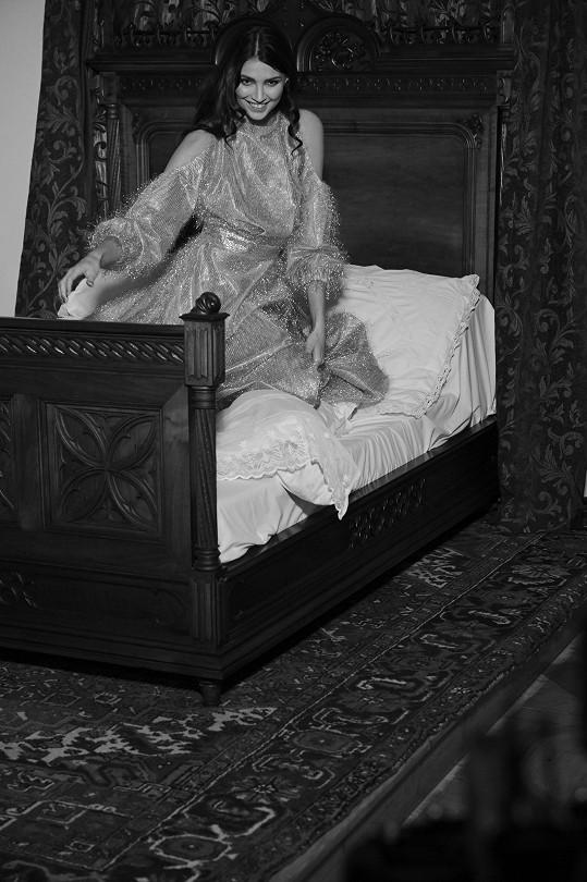 Scéna v posteli
