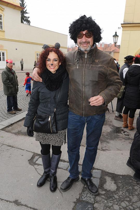 Jiří Babica s manželkou na masopustu.