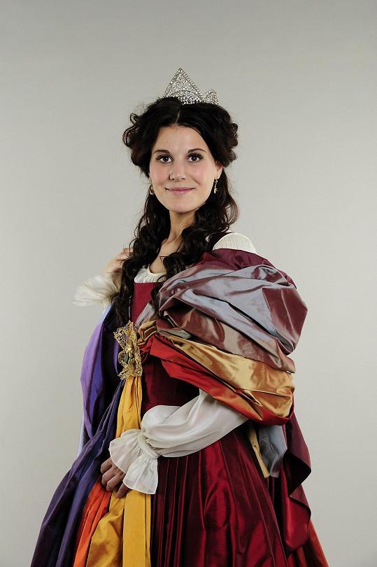 Monika Timková vypadá v kostýmu z dílny Michaely Hořejší kouzelně.
