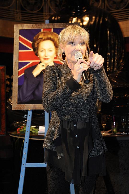 Chantal Poullain během dražby Simonina obrazu.