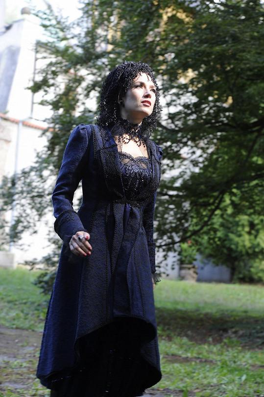 Natáčelo se v romantickém prostředí uzavřeného zámku Líšno.
