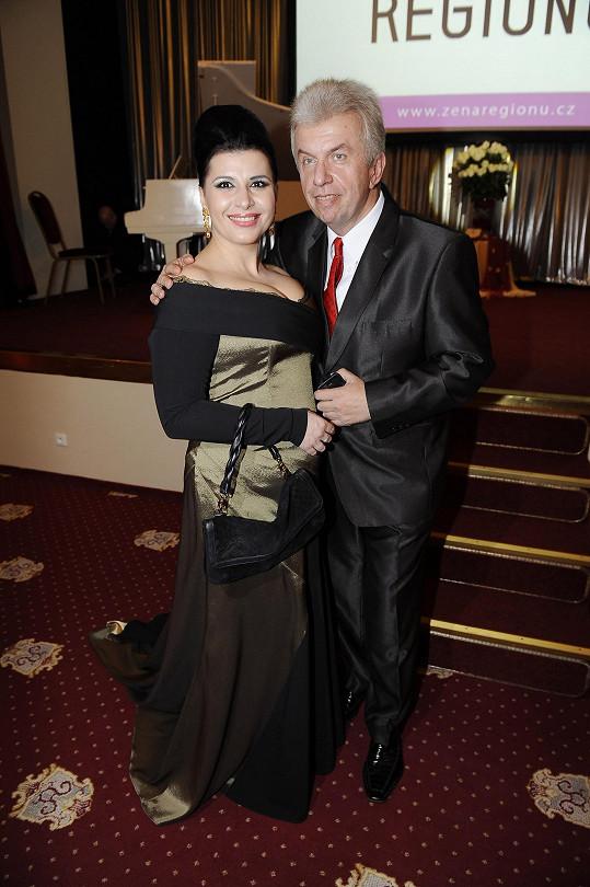 Andrea Kalivodová s Jaroslavem Svěceným, jenž na akci též vystupoval.