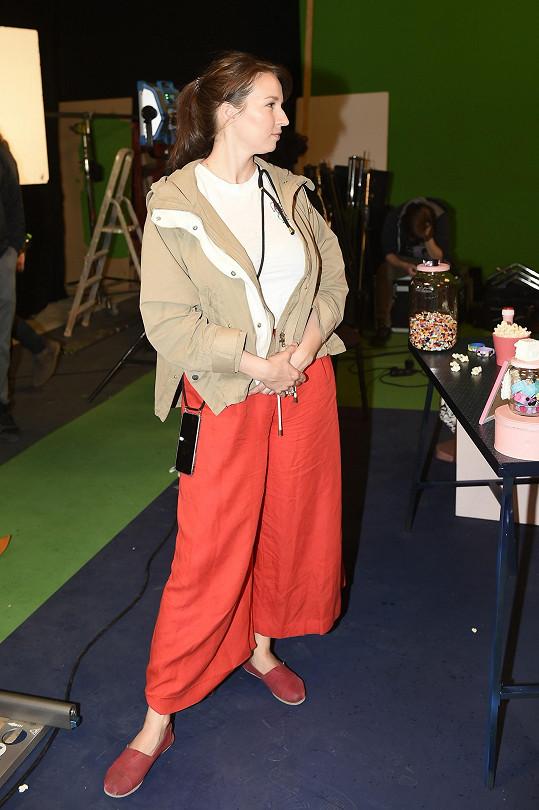 Setkali jsme se s ní na natáčení klipu Holky sobě zpěvačky Naty Hrychové.