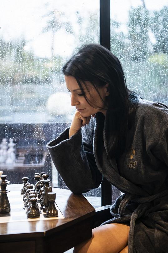 Životní šachovou partii nechce hrát sama.